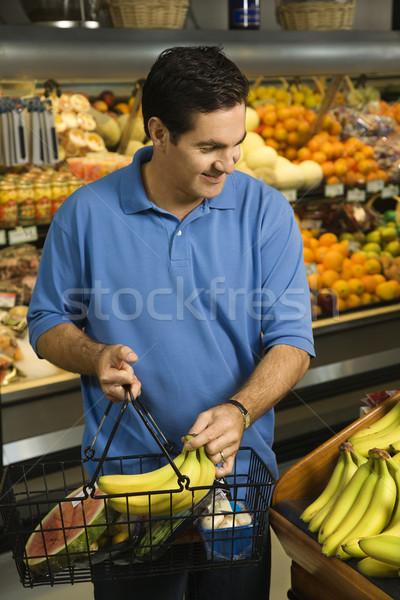 человека продуктовых торговых кавказский мужчины бананы Сток-фото © iofoto