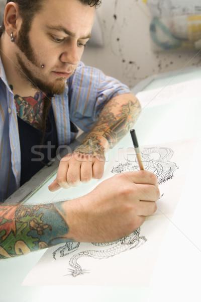 Man tekening tattoo kaukasisch mannelijke kunstenaar Stockfoto © iofoto