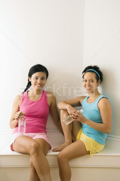 Amigos ginásio dois mulheres jovens fitness roupa Foto stock © iofoto