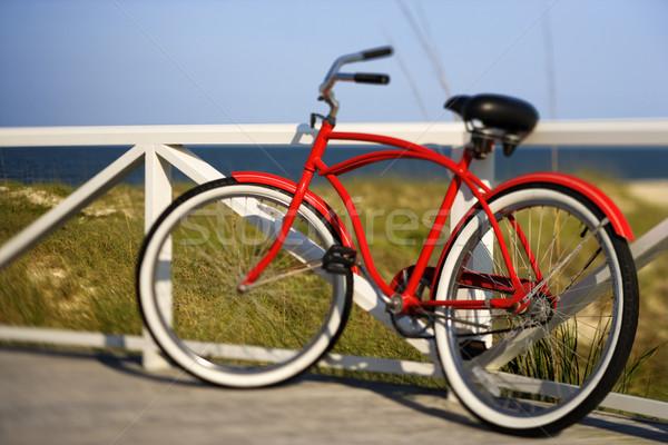 велосипед пляж красный крейсер рельс Сток-фото © iofoto