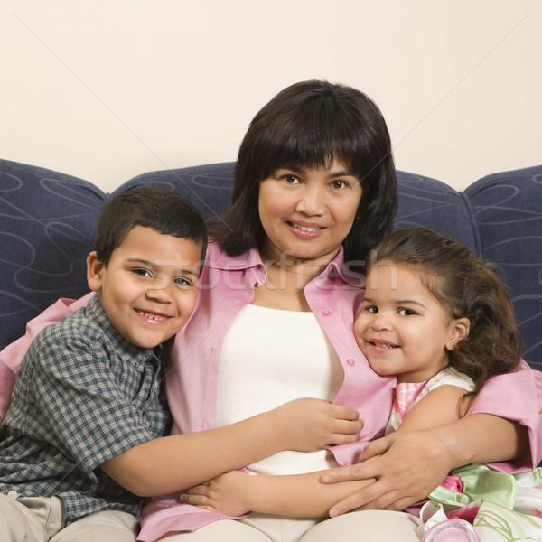 Familia junto sesión sofá otro Foto stock © iofoto