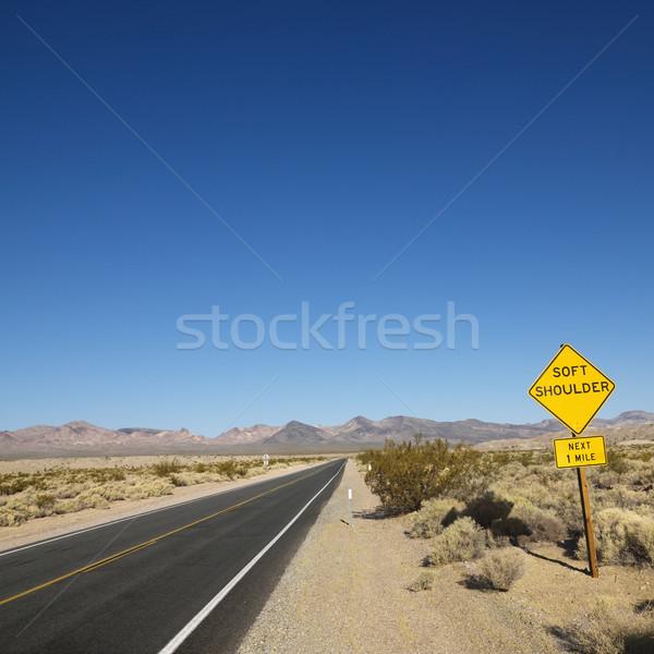 Foto stock: Estrada · deserto · assinar · macio · ombro · montanhas