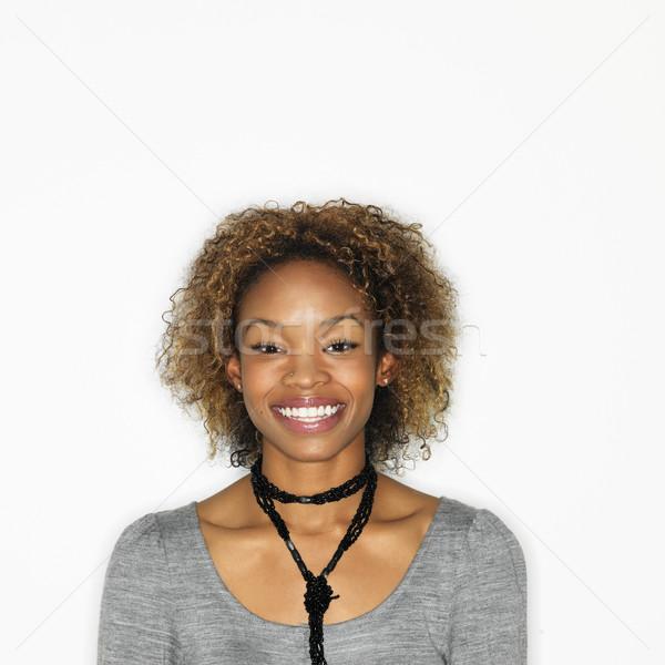 Zdjęcia stock: Dość · uśmiechnięta · kobieta · portret · młoda · kobieta · uśmiechnięty · biały