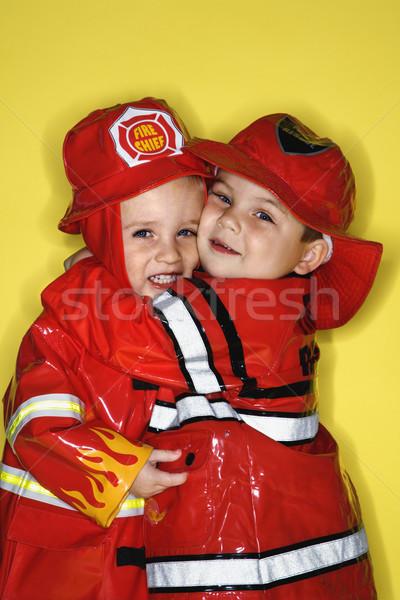 Iker fiúk tűzoltók kaukázusi ölel citromsárga Stock fotó © iofoto