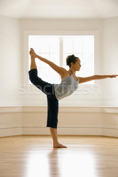 Donna yoga re ballerino posa Foto d'archivio © iofoto