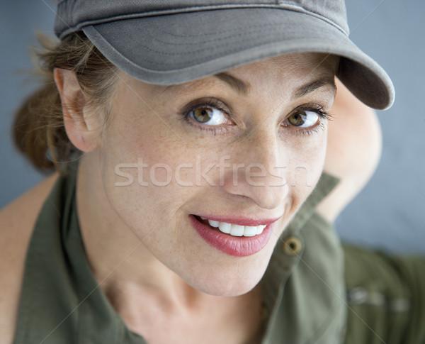 Güzel kadın şapka kafkas kadın gülen Stok fotoğraf © iofoto