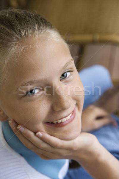 Portré mosolyog lány kaukázusi áll kéz Stock fotó © iofoto