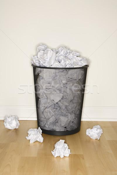полный мусорное ведро проволоки служба бумаги Сток-фото © iofoto