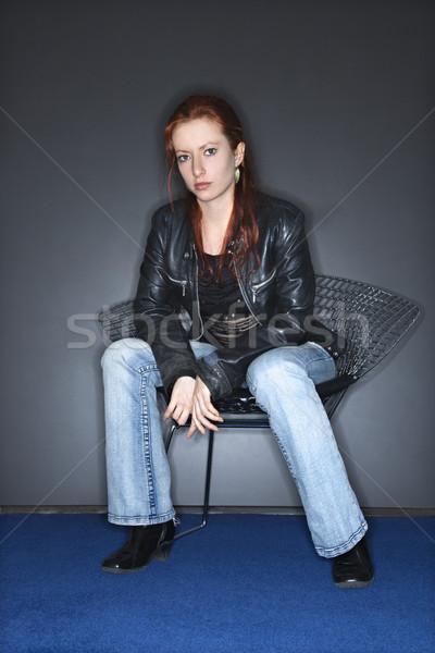 Zdjęcia stock: Młoda · kobieta · portret · dość · posiedzenia · metal