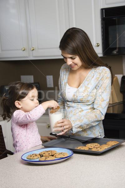 Сток-фото: матери · дочь · кавказский · молоко · стекла