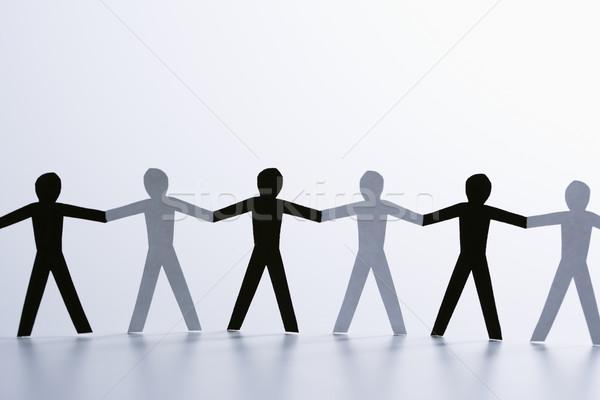 Preto e branco homens papel em pé de mãos dadas Foto stock © iofoto
