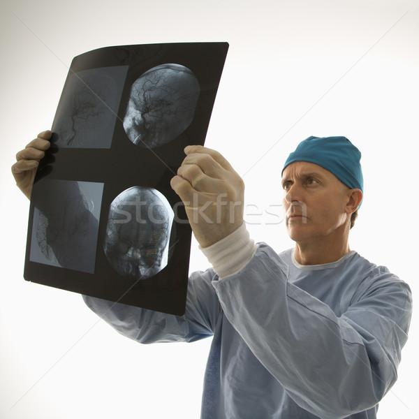 Médecin lecture x ray médecin de sexe masculin regarder Photo stock © iofoto