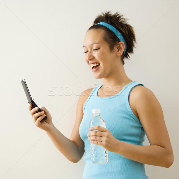 Mujer teléfono celular fitness ropa Foto stock © iofoto
