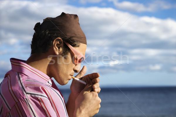 Fiatalember tengerpart világítás cigaretta közelkép áll Stock fotó © iofoto
