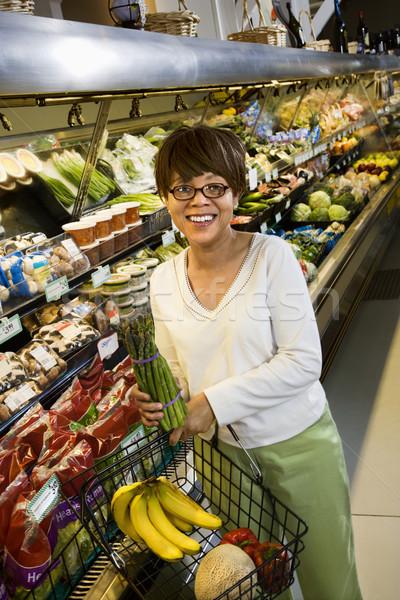 Vrouw supermarkt afro-amerikaanse Stockfoto © iofoto