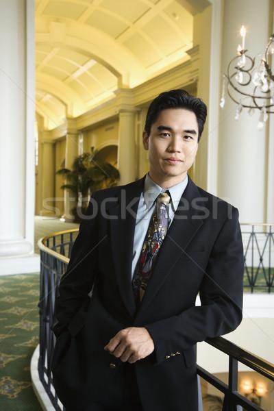 üzletember hotel portré ázsiai üzletember dől Stock fotó © iofoto