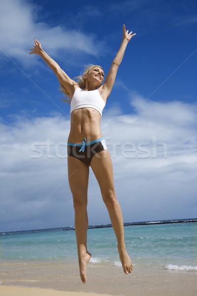 Kobieta skoki plaży ciało Zdjęcia stock © iofoto
