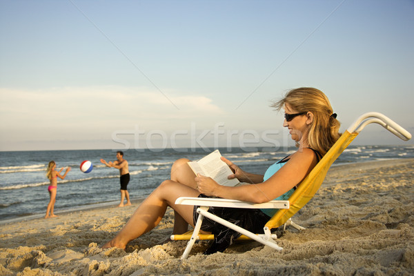 Stok fotoğraf: Aile · plaj · kadın · kitap · mutlu · çocuk