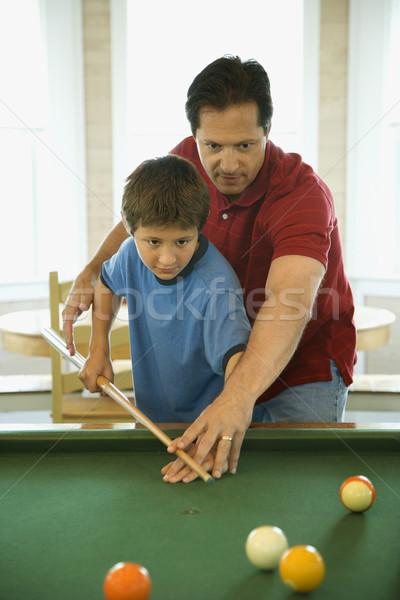 Vater-Sohn spielen Pool Mann Schießen Spiel Stock foto © iofoto