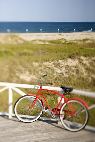 красный пляж крейсер велосипед рельс Сток-фото © iofoto