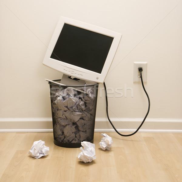 Computador cesto de lixo monitor de computador para cima papel negócio Foto stock © iofoto