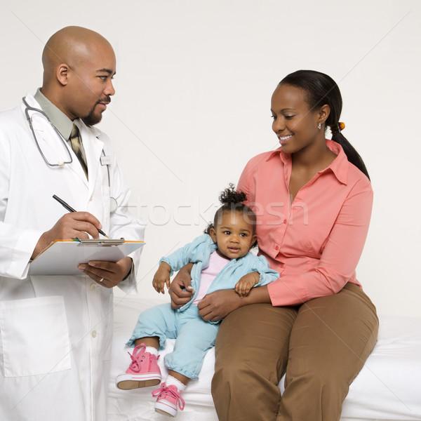 Kind Kinderarzt Mutter männlich Frau Stock foto © iofoto