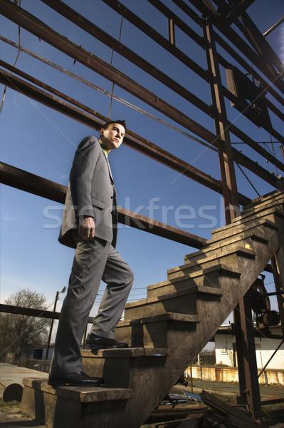 Сток-фото: молодые · бизнесмен · ходьбе · вверх · лестницы