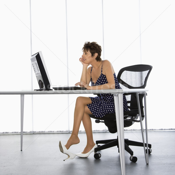Femme d'affaires travaux séance bureau ordinateur Photo stock © iofoto