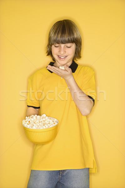 Stock fotó: Fiú · eszik · pattogatott · kukorica · portré · kaukázusi · mosolyog