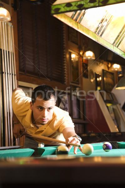 Mann Schießen Pool junger Mann Ball spielen Stock foto © iofoto