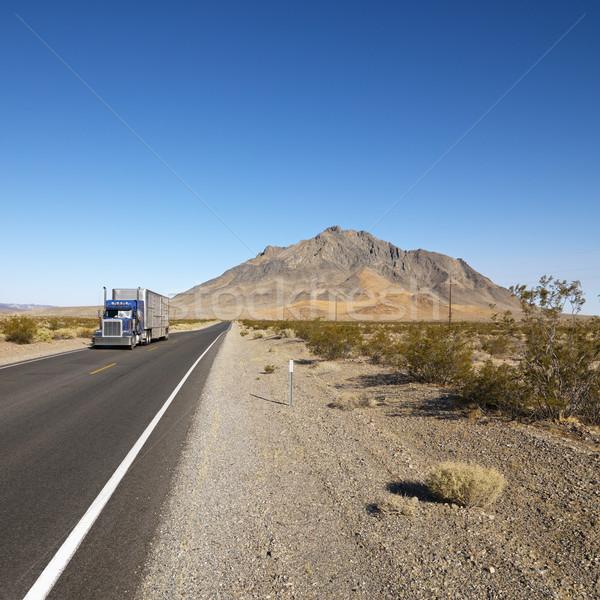 Camion deserto strada trattore guida montagna Foto d'archivio © iofoto