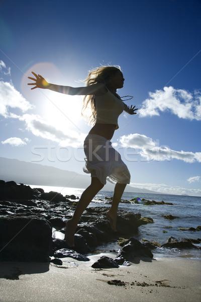 Stock fotó: Nő · ugrik · tengerpart · fiatal · felnőtt · ázsiai · női