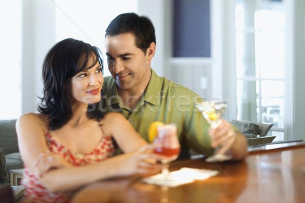 Para bar uśmiechnięty pitnej człowiek kobieta Zdjęcia stock © iofoto