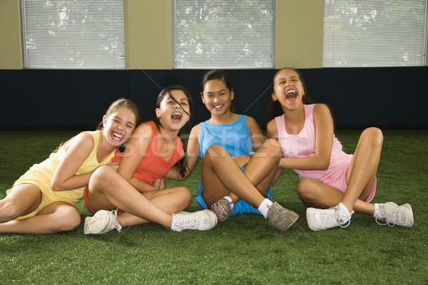Groupe rire filles quatre séance Photo stock © iofoto
