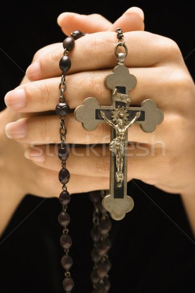 Handen rozenkrans vrouw kruisbeeld hand Stockfoto © iofoto