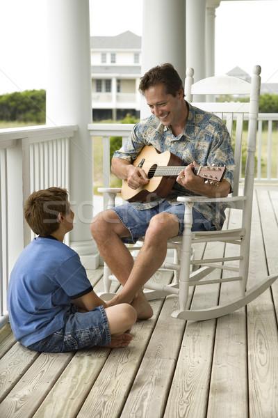 Сток-фото: отцом · сына · крыльцо · человека · играет · гитаре · мальчика