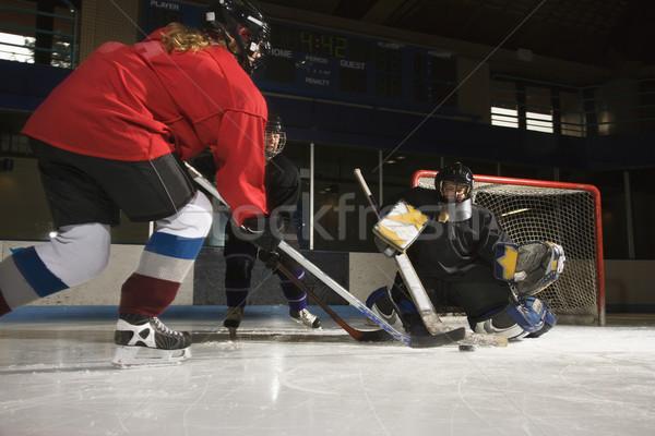Femmes jouer hockey Homme Photo stock © iofoto