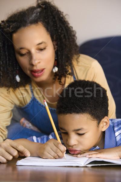 Matka pomoc syn praca domowa portret mama Zdjęcia stock © iofoto