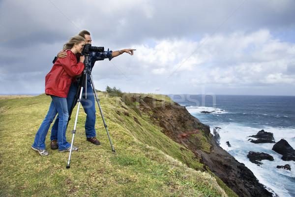 Para kamery wskazując patrząc Urwisko Zdjęcia stock © iofoto