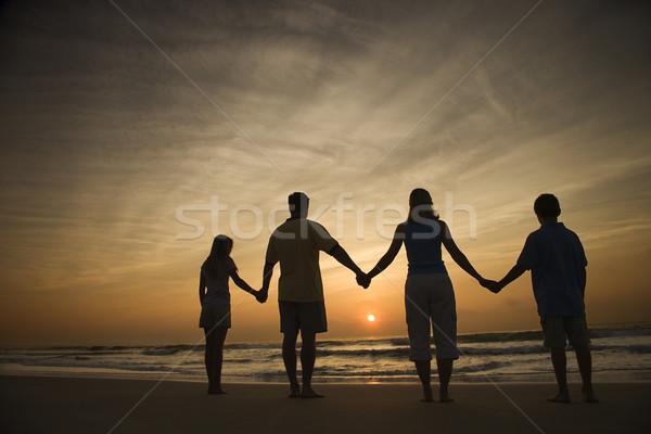 Сток-фото: семьи · , · держась · за · руки · пляж · силуэта · смотрят · закат