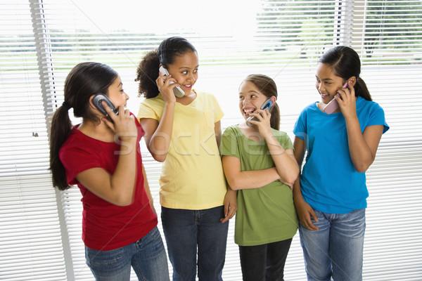 Zdjęcia stock: Dziewcząt · telefony · mówić · telefony · komórkowe · dziewczyna · dzieci