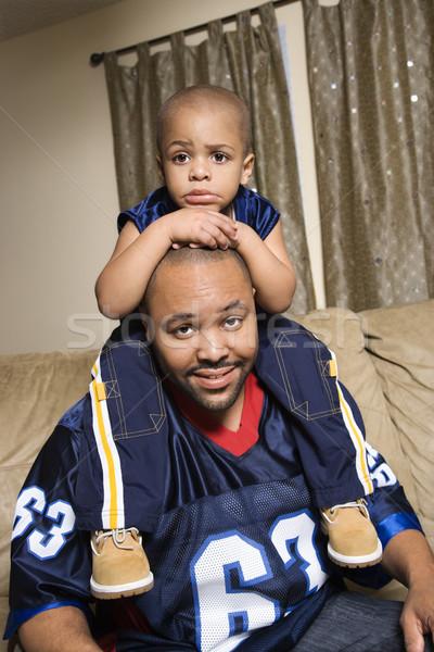 Vader zoon portret schouders familie home voetbal Stockfoto © iofoto