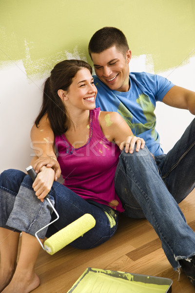 ストックフォト: カップル · 絵画 · ホーム · 座って · 階 · 笑みを浮かべて