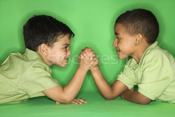 Jongens arm worstelen latino afro-amerikaanse mannelijke kind Stockfoto © iofoto