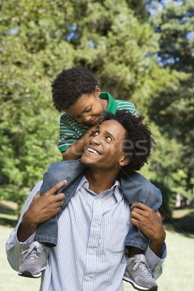 Hijo de padre padre hijo espalda parque Foto stock © iofoto