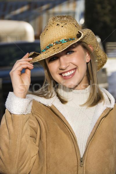 Vrouw cowboyhoed jonge kaukasisch glimlachend hand Stockfoto © iofoto