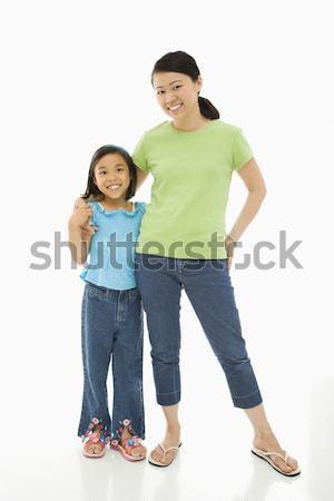 Hija madre Asia pie armas alrededor Foto stock © iofoto