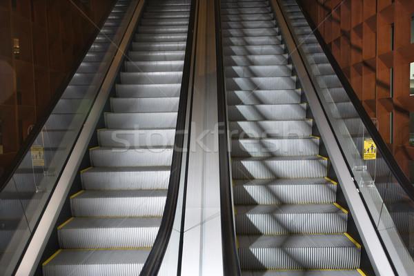 Croissant affaires couleur escalator horizontal photographie Photo stock © iofoto