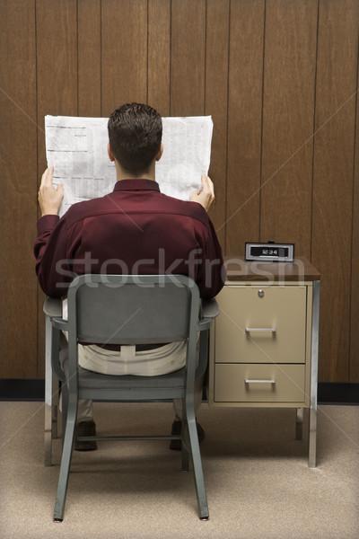 ストックフォト: ビジネスマン · 読む · 紙 · 背面図 · レトロな · 座って