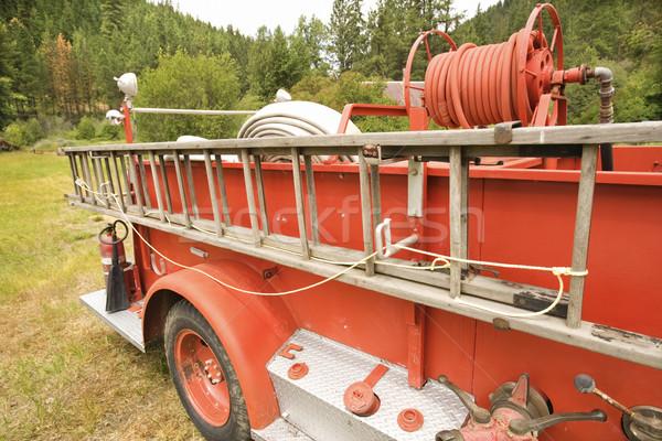 Wóz strażacki starych drabiny antyczne odkryty Zdjęcia stock © iofoto